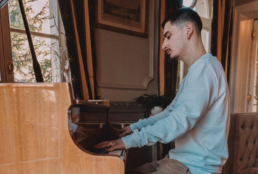 Un premier EP pour le pianiste autodidacte Adrien Bocksruth